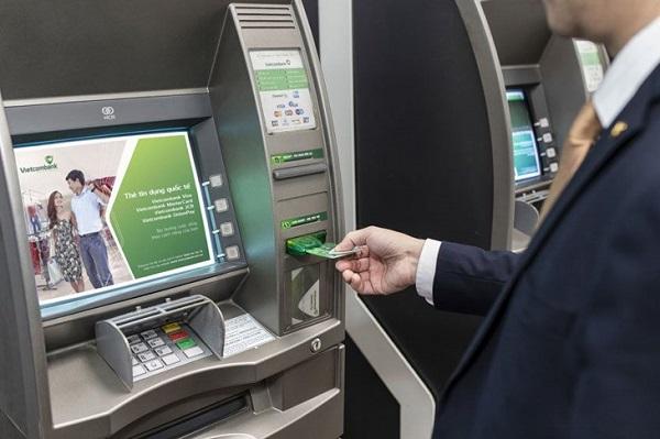 Nạp tiền qua ATM Vietcombank